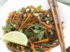 Sobannudeln mit Möhren und Erdnüssen ist ein Rezept mit frischen Zutaten aus der Kategorie Nudeln. Probieren Sie dieses und weitere Rezepte von EAT SMARTER!