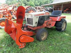 Simplicity Soveriegn 7018 with snowblower Lawn Tractors, Old Tractors, Simplicity Tractors, Allis Chalmers Tractors, Farming Life, Riding Mower, Cub Cadet, Farm Gardens, Old Antiques