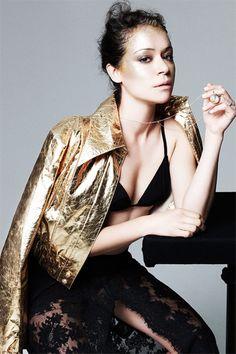 'Orphan Black' star Tatiana Maslany wants to make the LGBT community proud - Elle Orphan Black, Divas, Tatiana Maslany, Ideal Beauty, Lgbt Community, Elle Magazine, Under The Stars, Black Star, Black Bikini