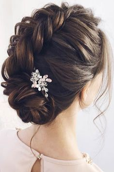 There are so many hairstyles for prom for ladies that it is so easy to get confused. To make this task effortless, we have picked only the best hairstyles. #hairstyle #promhairstyles #weddinghairstyles