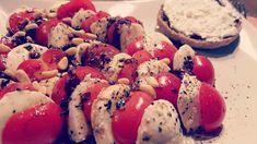 Abendbrot 😍 #foodporn #tomate #mozarella #pinienkerne