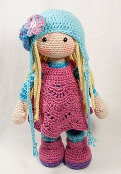 Crochet doll SUE by CAROcreated. (Pattern available to buy on Etsy). Toys Patterns dutch Crochet pattern for doll SUE (Deutsch, English, Français, Español, Nederlands) Crochet Amigurumi, Crochet Doll Pattern, Amigurumi Patterns, Amigurumi Doll, Doll Patterns, Crochet Patterns, Cute Crochet, Crochet Crafts, Crochet Baby