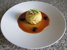 Pomme   fondant  et   fourrè  au fruit  sec  ,sauce  de  caramel   Gino D'Aquino