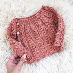 So sweet. The sweetest little wool sweater in Chickadee Clay regrammed from Chri. häkeln , So sweet. The sweetest little wool sweater in Chickadee Clay regrammed from Chri. So süß. Der süßeste kleine Wollpullover in Chickadee Clay von Chri. Cardigan Bebe, Knit Cardigan Pattern, Crochet Baby Cardigan, Knit Baby Sweaters, Wool Sweaters, Girls Sweaters, Knit Crochet, Booties Crochet, Crochet Pattern