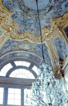 the regal french blue . X ღɱɧღ Light Blue Aesthetic, Blue Aesthetic Pastel, Aesthetic Colors, Aesthetic Pictures, Saint Louis, Photocollage, Cerulean, Periwinkle, Dark Interiors