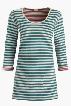 Comfy tunic in organic cotton with reversible pattern andscoop neck..Style with slim fit jeans and soft tennis pumps.