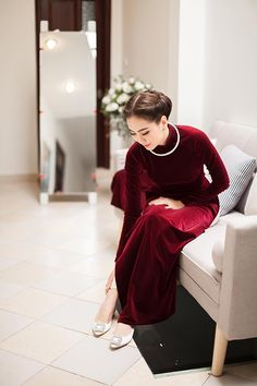 Ao Dai Wedding, Eastern Dresses, Traditional Gowns, Vietnamese Traditional Dress, Cheongsam Dress, Woman Silhouette, Save The Day, Fancy Pants, Chinese Style