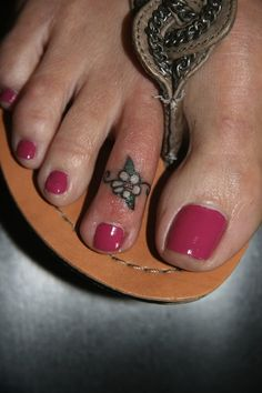 flower on toe | small tattoos | egodesigns