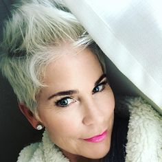 Today I'm re-focusing on those things in my life that matter most. It's interesting how life can get so fast that you lose perspective.thank heavens for Sundays! Short Hair Cuts, Short Hair Styles, Platinum Pixie, Brown Blonde Hair, Gray Hair, Chic Over 50, Sophisticated Dress, Ombre Color, Fashion Over 50