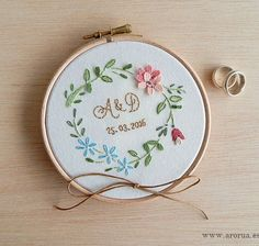Porta Alianzas Bastidor CF1 Floral Embroidery Patterns, Embroidery Hoop Art, Ribbon Embroidery, Embroidery Stitches, Baby Girl Pants, Mini Cross Stitch, Dream Baby, Ring Pillow, Bridal Shower Gifts