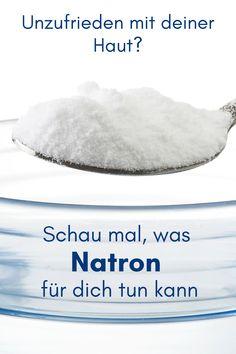 Viele kennen Natron aus der Küche. Nicht alle wissen, was Natron für fantastische Eigenschaften für die Gesundheit und Schönheit hat. Hier erfährst du, was Natron für dich tun kann. Sei gespannt! #natronanwendunghaut #natronanwendung #natronanwendunghaare #natronhaut #natronanwendunggesicht #natronhautpickel #natronfürdiehaut #natronunreinehaut Top, Pimple, Health And Beauty, Knowledge, Face, Tips