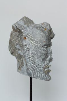 Spuren im Gesicht, Stein, h = 15 cm, 2012, Konrad Thalmann, Bildhauer, sculptor,