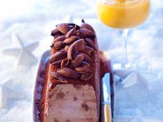 Découvrez la recette Bûche glacée aux marrons, sabayon au rhum sur cuisineactuelle.fr.