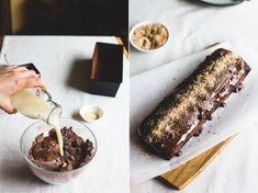 Een vegan chocoladecake met chocoladesaus en krokante kokos on top. Het wordt niet heel veel beter! Een makkelijk, snel en lekker recept vind je hier :)