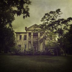 Crumptonia Plantation   This home was built in 1855 by Claudius M. Cochran. It now sits empty.