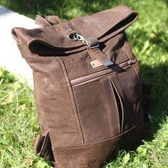 Sac à dos pour aventurier, tout cuir en extérieur, tissu en intérieur. Modèle Range Backpack de Noodlehead. #noodleheadpatterns