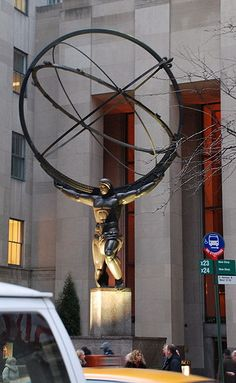 Statue of Atlas by Lee Lawrie, in front of the International Building,   Rockefeller Center, midtown Manhattan, NYC