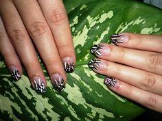 decorado uñas mano alzada