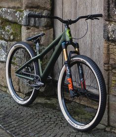 See the top rated jump bike frames in The lightest and strongest MTB frames to buy and ride in the coming year. The post Dirt Jump Frames appeared first on Trendy. Dirt Bicycle, Mt Bike, Road Bike, Vtt Dirt, Hardtail Mountain Bike, Mountain Biking, Dirt Jumper, Montain Bike, Mtb Frames