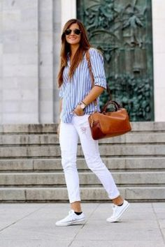 Cute Women Street Style For Spring With White Jeans21
