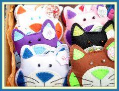 Lembrancinhas Chaveirinhos Gatinhas feitas em feltro!  Encomendas: arteconsciente.rm@gmail.com