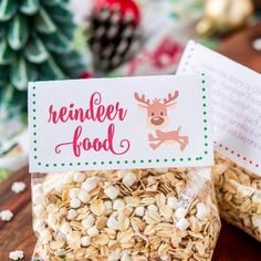 Magic Reindeer Food is a simple and fun Christmas tradition! Make it in minutes with pantry staples and snag these FREE printable labels to package it up for the kids to spread on the lawn to guide Rudolph and Santa to your house on Christmas Eve! Christmas Labels, Christmas Candy, Christmas Treats, Holiday Fun, Christmas Parties, Holiday Foods, Christmas Things, Country Christmas, Diy Christmas