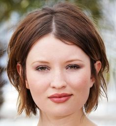 10 Short Hairstyles for Round Faces