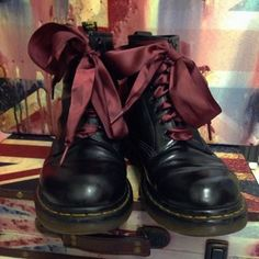 ox blood ribbon laces on 1460 blaack smooth 8 up doc martens