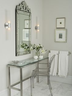 Mirror is to die for. Perfect little vanity.