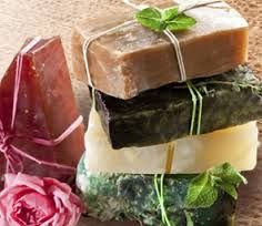 Natural Spa Products - Making your own natural products at home would be a great way to spend time with family members, without spending a lot of money. Homemade Beauty Products, Natural Products, Home Made Soap, Handmade Soaps, Natural Living, Soap Making, Diy Beauty, Natural Health, Health And Beauty