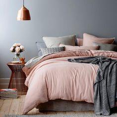 idée-déco-chambre-cocooning-linge-de-lit-en-gris-et-rose-lit-gris ...