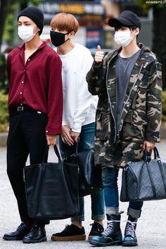 Kim Taehyung, Jeon Jungkook and Min Yoongi of BTS Yoongi Bts, Bts Taehyung, Korean Fashion Kpop Bts, Korean Street Fashion, Airport Fashion, Kpop Fashion Male, Style Ulzzang, Ulzzang Boy, Bts Airport