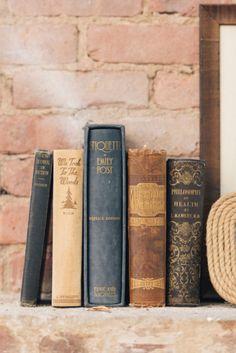 Old books ♡ Old Books, Antique Books, Vintage Books, Vintage Stuff, I Love Books, Books To Read, Book Letters, Decoration Inspiration, Classic Literature