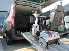 RAMPA MANUAL - FORD CUSTOM. Las rampas manuales instaladas en Válida Car son unos ligeros mecanismos de fácil uso que permiten al usuario salvar las alturas propias del vehículo para poder entrar fácilmente todo tipo de sillas de ruedas y scooters en su interior. Las rampas manuales se pueden acoplar al vehículo a través de la entrada lateral o trasera, en función de cada necesidad. Las rampas pueden ser de 2 y 3 cuerpos, extraíbles o pivotantes.