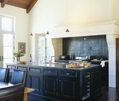 Kitchen With Contrast