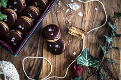 Kolečka se slaným karamelem Christmas Sweets, Christmas Baking, Christmas Recipes, Kitchenette, Christmas Cookies, Cupcakes, Food, Cooking, Fitness