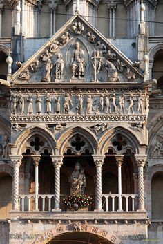 Il protiro del Duomo di Ferrara