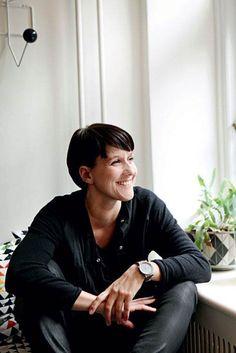 Skab praktisk plads - Boligliv - ALT.dk Plads, Alter, Fictional Characters, Fantasy Characters