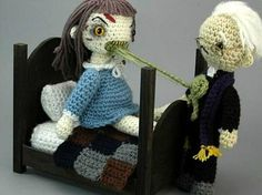 The Exorcist Amigurumi. It's a Japanese toy, Wiki even has a page about them! Amigurumi have a yuru chara charm to them, how do I say. Crochet Dolls, Knit Crochet, Crochet Hats, Crochet Style, Funny Crochet, Knitted Dolls, Theme Halloween, Halloween Decorations, Happy Halloween