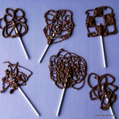 Meaningful Mama-Chocolate Swirl Lollipops  This blog is full of fun things to do with young children. I've never seen anything like these before. <3