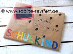 """Bastelidee & DIY zum Schulstart: Geschenke zur Einschulung wunderschön verpackt """"Schultafel"""" mit Bastelanleitung"""
