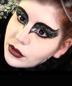 Black jewels are used to make a unique masquerade mask. | mardi ...