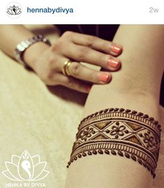 I showed this picture to the lady in the salon and she whined a bit but managed to create a decent copy! Follow hennabydivya on Instagram!!! Henna mehndi pics are awesome ! #spoylapp