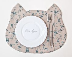 Hey, I found this really awesome Etsy listing at http://www.etsy.com/listing/169344679/placemat-cat-fabric-placemat-floral