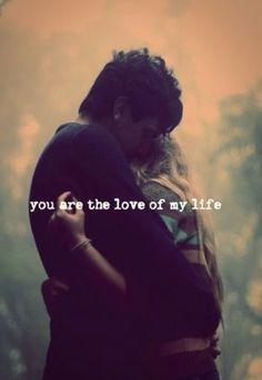 Tu besos y tus abrazos son lo mejor del mundo, tu sonrisa es como fuego que enciende mi sonrisa, se escuchan los latidos cuando estamos abrazados porque son las dos almas dando gritos, deseando unirse para ser una sola, estando destinadas a ser una dividida en nuestros dos cuerpos. M.A.E.S.R. ❤
