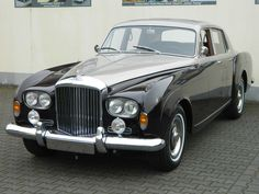 1963 Bentley Continental Flying Spur – H. Mulliner - Classic Car Dealers - Classic Motors For Sale Bentley Auto, Black Bentley, Auto Rolls Royce, Bentley Rolls Royce, Used Luxury Cars, Luxury Cars For Sale, Classic Cars British, Best Classic Cars, Bentley Continental Convertible
