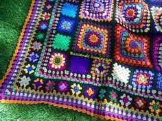 salmon blanket four corners corner-Design and Color Inspiration Scrap Crochet, Crochet Quilt, Knit Or Crochet, Crochet Granny, Crochet Stitches, Crochet Hooks, Crochet Patterns, Crochet Ideas, Crochet Afghans