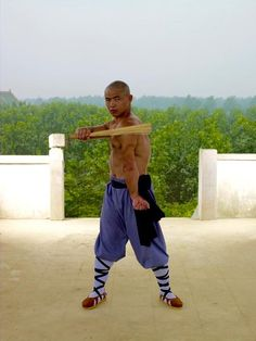 Shaolin Monks train as much as Olympic athletes but we don't have an army of massage therapists and physiotherapists. Our only weapon against illness and injury Martial Arts Techniques, Self Defense Techniques, Massage Techniques, Wing Chun Training, Martial Arts Weapons, Martial Arts Workout, Chinese Martial Arts, Massage Tips, Olympic Athletes