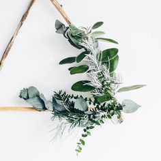 One of the reasons I DIY at Christmas is because I love having unique decorations just like this foraged wreath. How are you making Christmas by #YourRules this year? We're helping you make the day your own with a double DIY over on the blog today thanks to @houseoffraser #sponsored