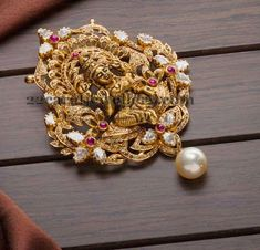 How Make Gold Jewelry Info: 1573679296 Royal Jewelry, India Jewelry, Temple Jewellery, Gold Jewelry, Bridal Jewellery, Pendant Jewelry, Pendant Necklace, Gold Earrings Designs, Gold Jewellery Design